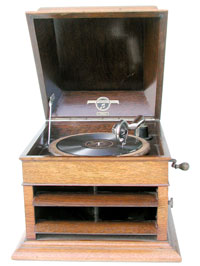 The table phonograph is easy to handle